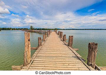 U bein bridge, Taungthaman lake, Amarapura, Burma. It is the...