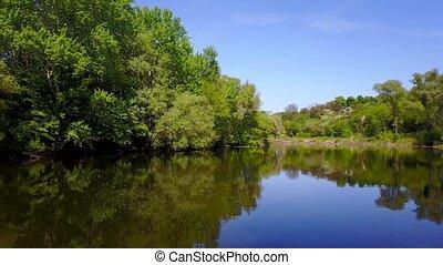 ucrania, vuelo, encima, rodeado, -, árboles, río, grabando ...