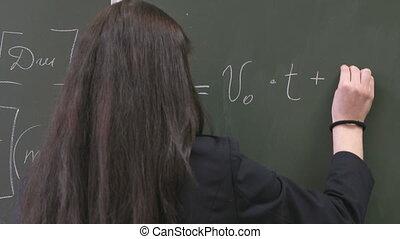 uczennica, tablica, formułka, pisanie
