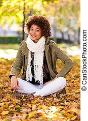 udendørs, -, folk, sort, smukke, efterår, portræt, kvinde, afrikansk amerikaner, unge