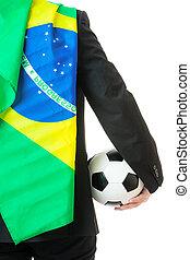 udsigt tilbage, i, forretningsmand, greb, soccer bold, hos, flag brasilien