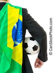 udsigt tilbage, i, forretningsmand, hos, soccer bold, og, flag brasilien