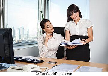 ufficio affari, donne