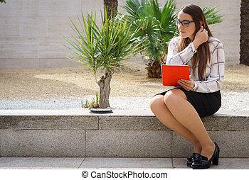 ufficio, donna, tavoletta, lavorativo, fuori