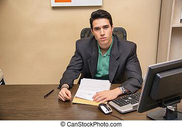 ufficio, seduta, giovane, scrivania, uomo affari, bello