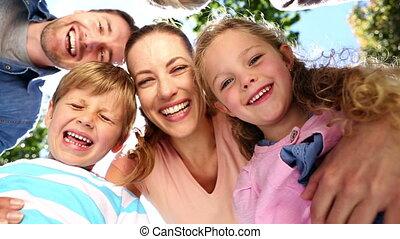 uitgebreide familie, staand, in het park