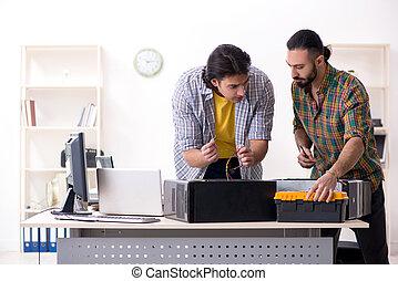 uitgeven, ingenieurs, werkende , informatietechnologie, hardware