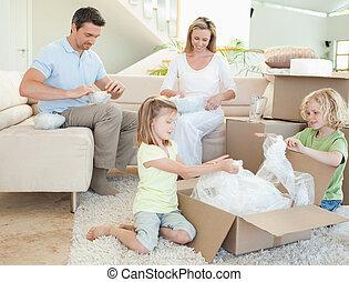 uitpakkende doos, karton, gezin