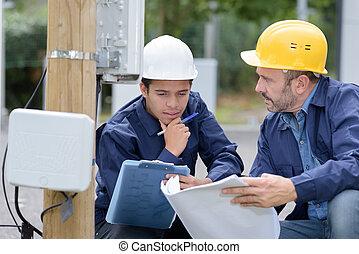 uitrusting, werkende , ingenieur, onderhoud, buitenshuis, elektromonteur, of