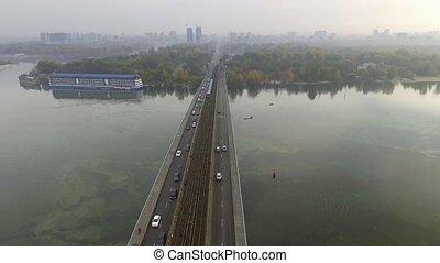 ukraine, pont, dnipro, métro, kiev., mouvement, train, par,...
