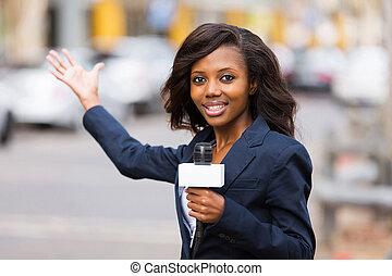 ulica, sprawozdawca, żywy, transmitowanie, afrykanin, nowość