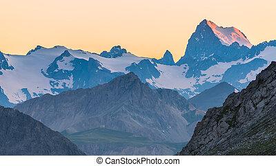 ultimo, luce sole, su, maestoso, picco montagna