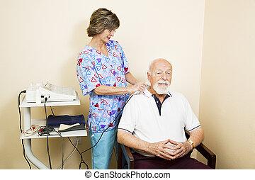 ultradźwięk, terapia, dla, starszy człowiek