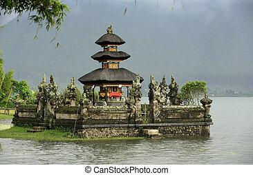 Ulun Danu Bedungul - Bali water temple at bratan lake ulun ...