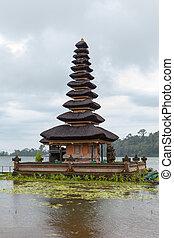 Ulun Danu temple Beratan Lake