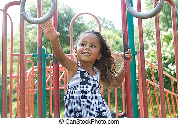 um, bonito, raça misturada, criança, desfrutando, a, pátio...