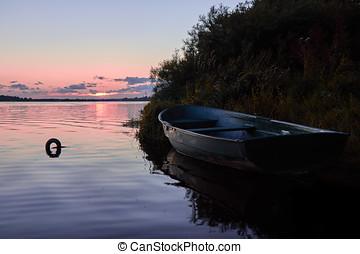 um, bote, ligado, a, river.