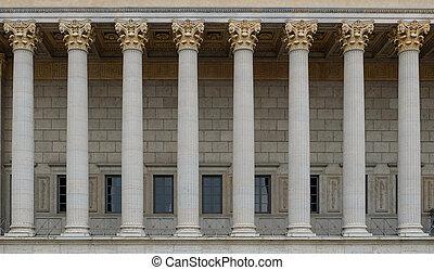um, colonnade, de, um, público, lei, court., um, neoclassical, predios, com, um, fila, de, corinthian, columns.