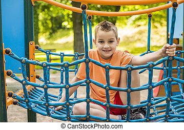 um, criança, ligado, ao ar livre, pátio recreio