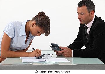 um, equipe, de, negócio, profissionais, calculando, seu,...