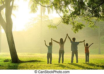 um, família asian, pular, alegria