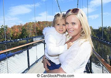 um, família feliz, tendo divertimento, ao ar livre, em, outono