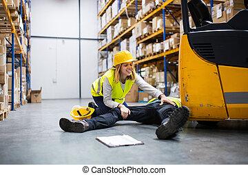 um, ferido, trabalhador, após, um, acidente, em, um, warehouse.