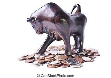 um, forte, triunfante, touro, cima, um, pilha, de, moedas, significando, um, optimista, ou, bullish, moeda estrangeira, (forex), market.