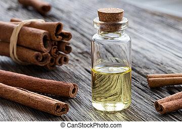 um, garrafa, de, canela, óleo essencial, com, varas canela, ligado, um, madeira, fundo