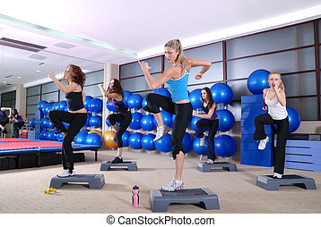 um, grupo mulheres, exercitar, em, a, condicão física, club.
