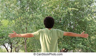 um, homem jovem, abraços, a, beleza, de, natureza
