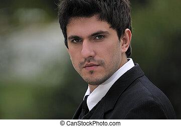 um, jovem, homem negócios, enfrente retrato, ao ar livre