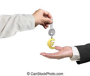 um, mão, dar, tecla, sinal euro, keyring, para, outro, mão