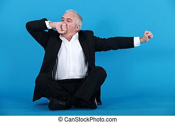 um, maduras, homem negócios, yawning.
