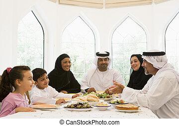 um, meio oriental, família, desfrutando