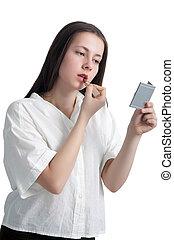 um, menina jovem, com, dela, cabelo, aplicando batom