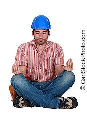 um, trabalhador construção, em, um, ioga, position.