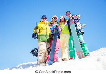 umarmung, snowboards, vier, halten, friends, glücklich