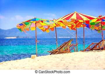 Umbrellas at the beach - Deck chairs and umbrellas ...