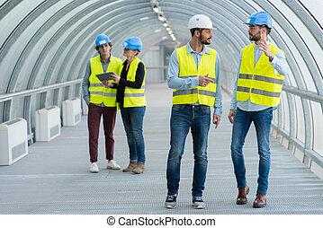 umieszczenie zbudowania, inżynierowie, dwa