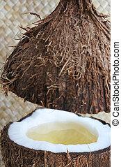 un, aperto, palma noce cocco, frutta, con, noce di cocco, olio, in, esso