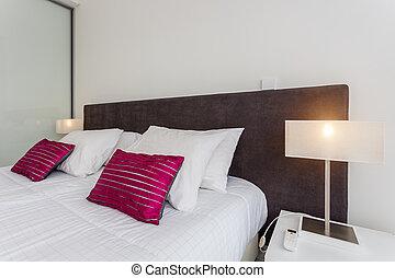 un, cómodo, dormitorio, con, un, cama, para, sleeping., en, el, hotel, room.