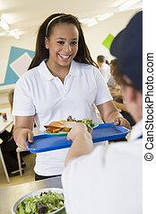 un, estudiante, cobrar, almuerzo, de, el, escuela, cafetería