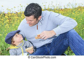 un, familia , con, niños, merienda campestre que tiene, en, otoño, estación