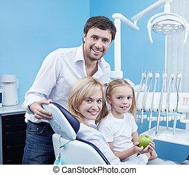 un, familia feliz, odontología