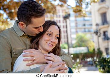 un, hombre, abrazos, y, besos, el suyo, joven, esposa, de...