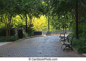 un, ladrillo, camino, y, banco, en, bajas, parque,...