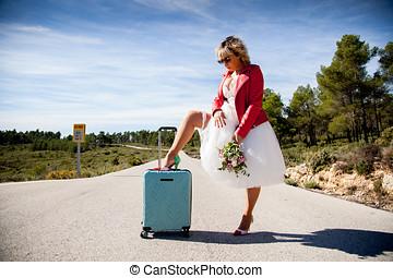 un, mujer, vestido, como, un, novia, con, un, chaqueta roja,...