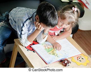 un, niño, y, el suyo, hermana, ser, leer un libro