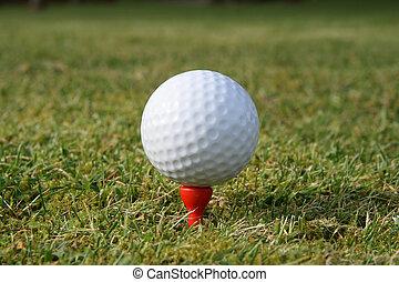 un, pelota de golf, en, un, rojo, tee, esperar, a, ser, hit.